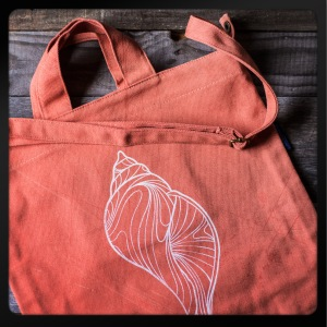 CORAL SHELL TOTE